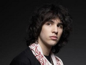 Nick-Simmons-Hairstyle-2