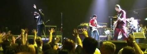 2001 - U2 Elevation Tour-1st Leg North America-2001-04-13 - Vancouver-elev_140401_band1