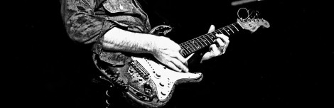 1280px-Rory_Gallagher_and_his_famous_Stratocaster